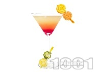 Коктейл Тропическо Мартини (Tropical Martini) с джин, гренадин и сокове от лимон, грейпфрут и портокал